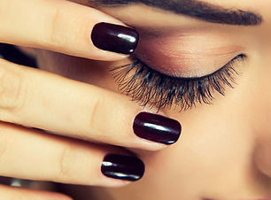 Naillinis wax and lash extension services