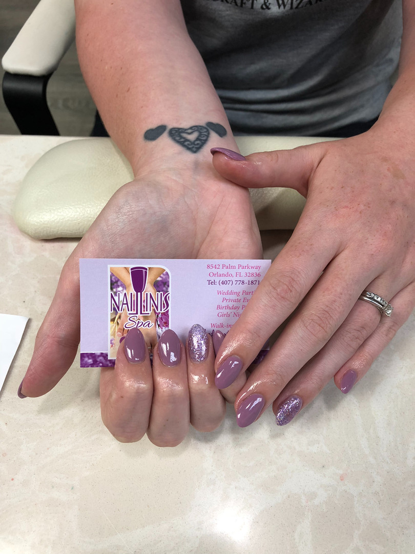 Naillinis manicure with purple shellac nails