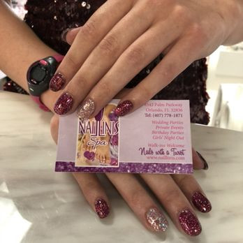 Naillinis manicure purple acrylic nails