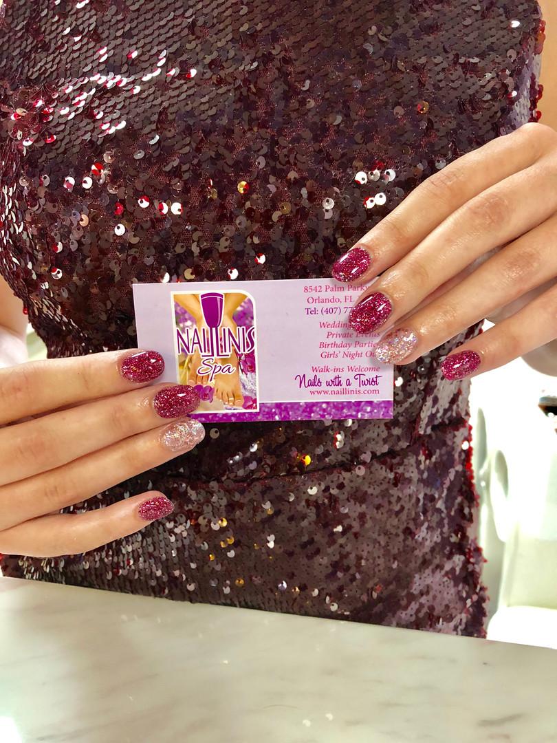 Naillinis manicure purple sparkling nails