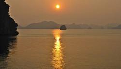 Posta de sol a la Bahia d'Halong