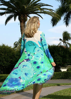 Cape Cardigan radiant petals and blue Roses. French Bouquet