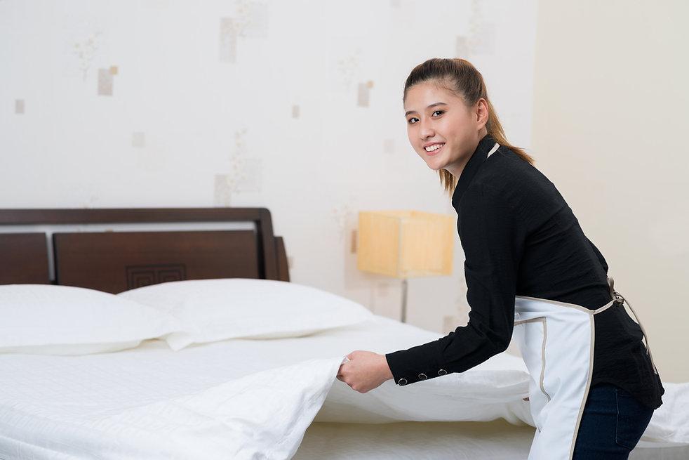 hotel maid 132097961.jpg