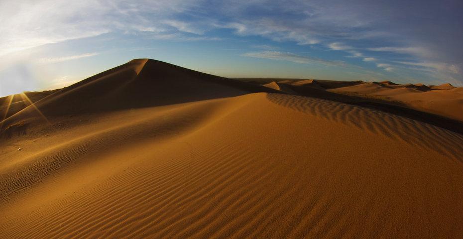 Khongor Dunes Strip