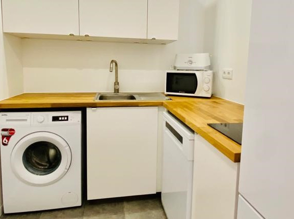 Free Kitchen and Laundry