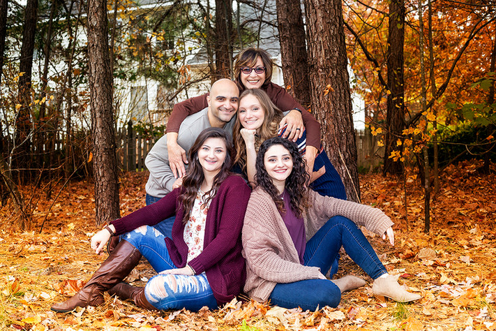 Outdoor fall family photo session.