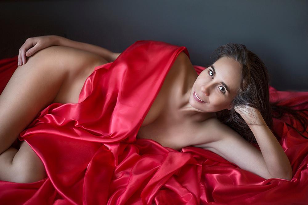 Artistic boudoir portraits. Fire Art Stu