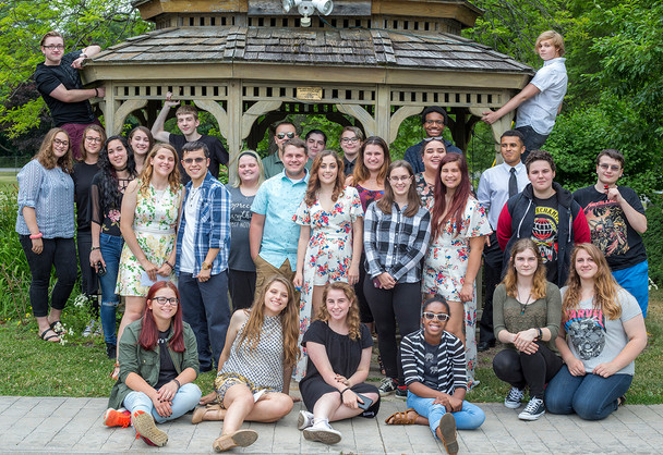 Senior outdoor photo session. Group photo.