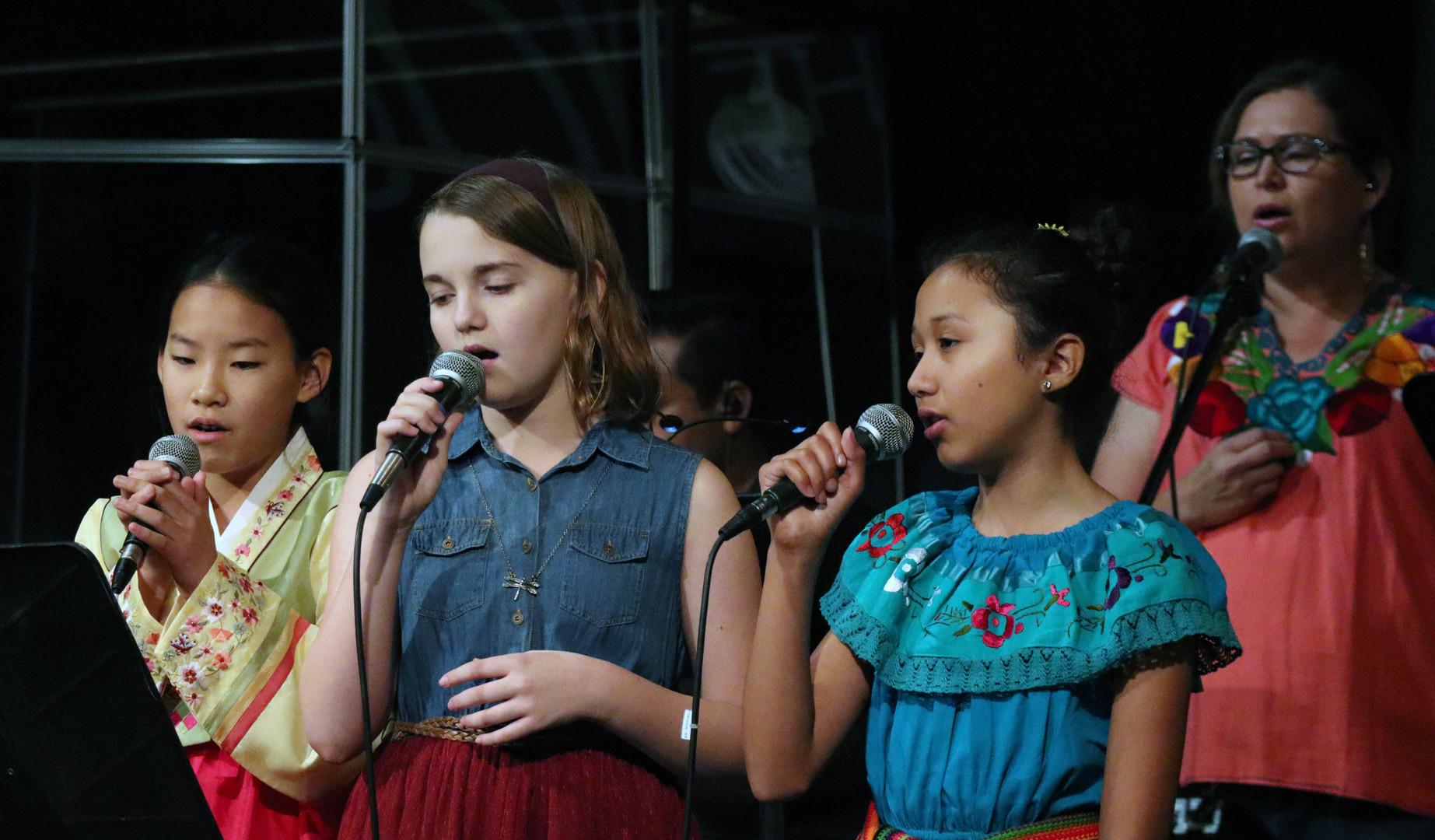 worship girls.JPG