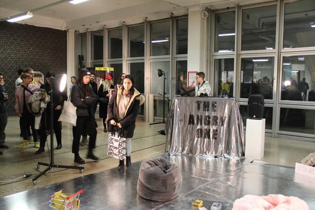 Banal (2019) Lia Sudermann performing