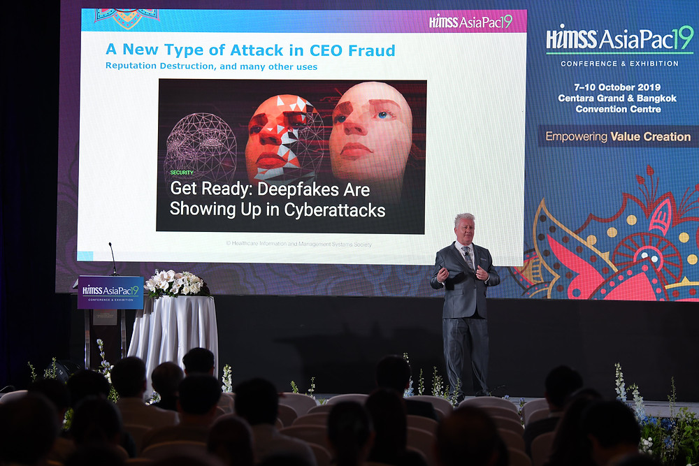 Cylera's Chief Security Strategist, Richard Staynings presents to the HIMSS AsiaPac19 Conference in Bangkok