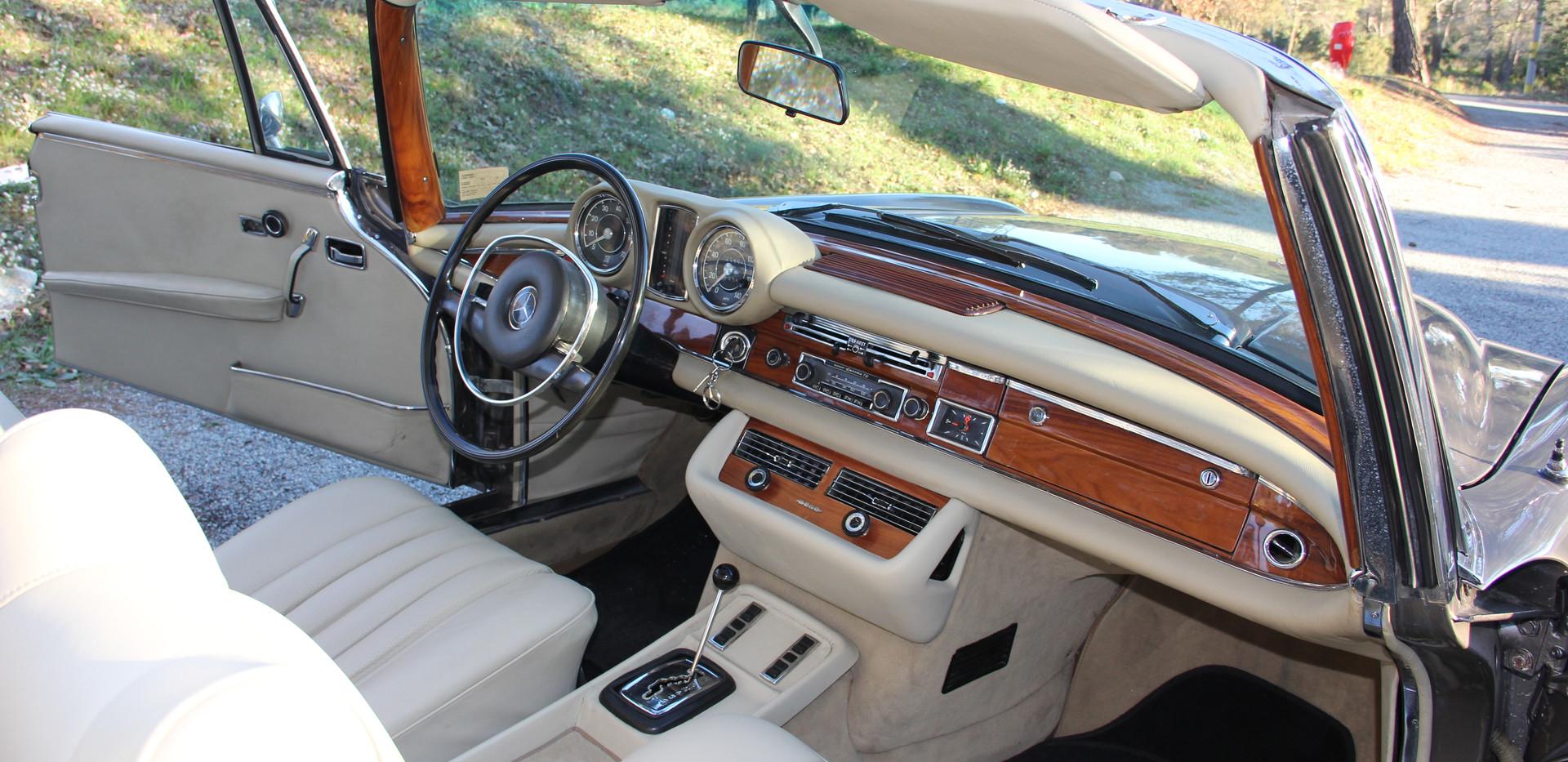 Mercedes_Intérieur.JPG