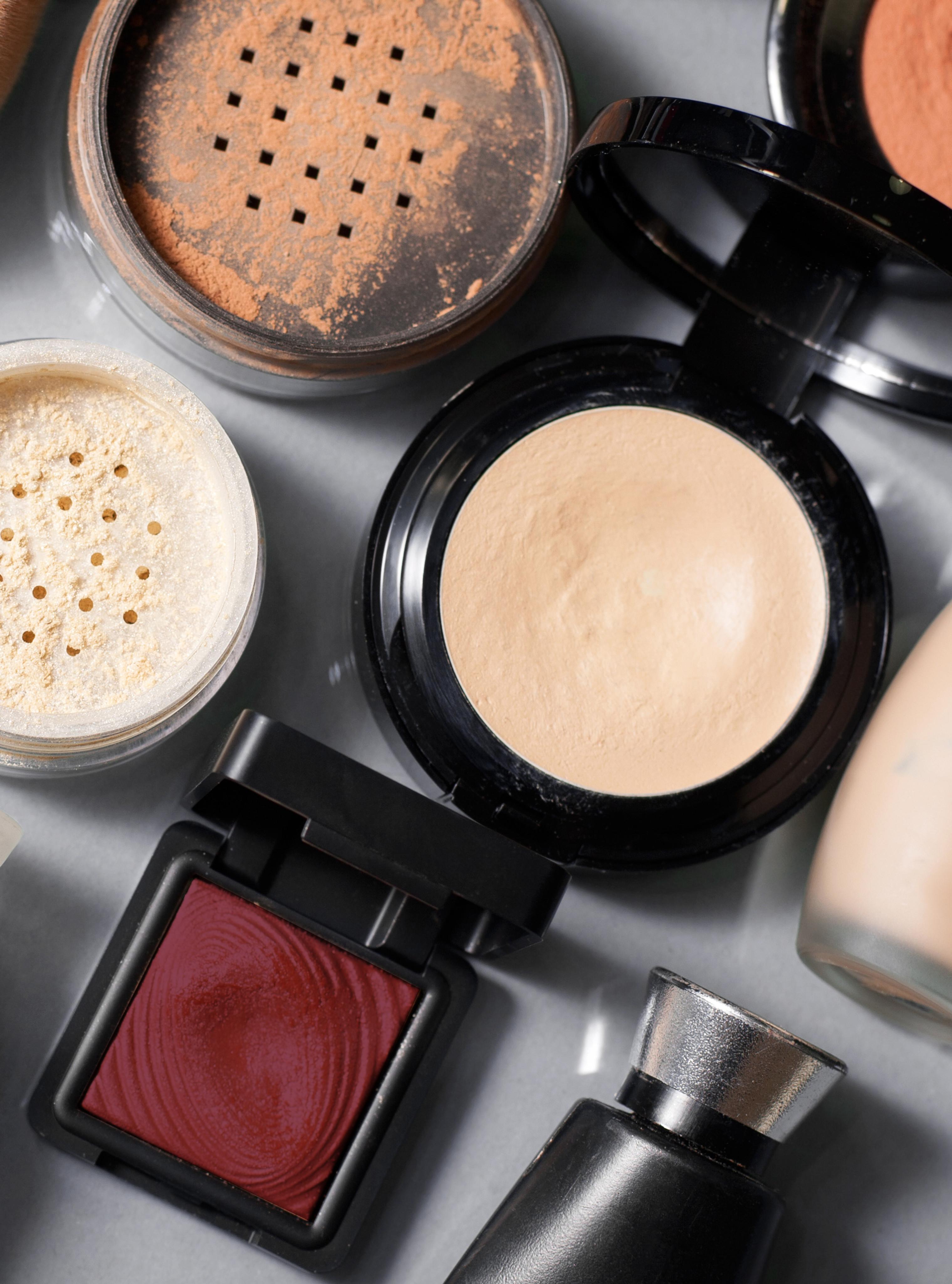 In-Store Custom Cosmetics & Lip Lab