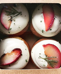 Roasted peach & rosemary for one of my fave people _helstob #delicious #cupcakes #cupcakel