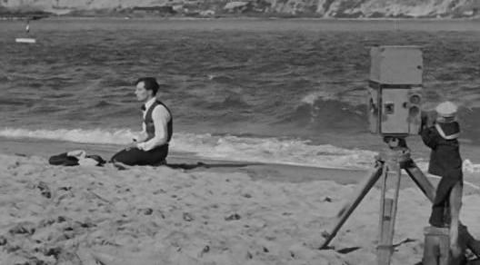 Buster Keaton + monkey - The Cameraman (1928)