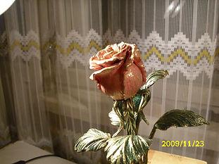 Страстная кованая роза символ любви.