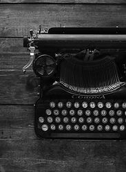 Antique%2520Typewriter%2520on%2520Dark%2