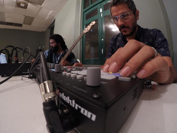 Tarde con el Colectivo de Electrónica Isleña en el Museo de Arte en Caguas