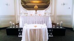Chaises de trône en blanc