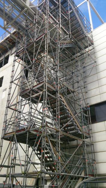 Escalier de chantier CEA Grenoble.png