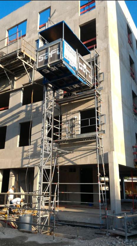 FAYAT - Campus Grenoble - RHONE ALPES ELEVATION - Echafaudage ascenseur de chantier.jpg