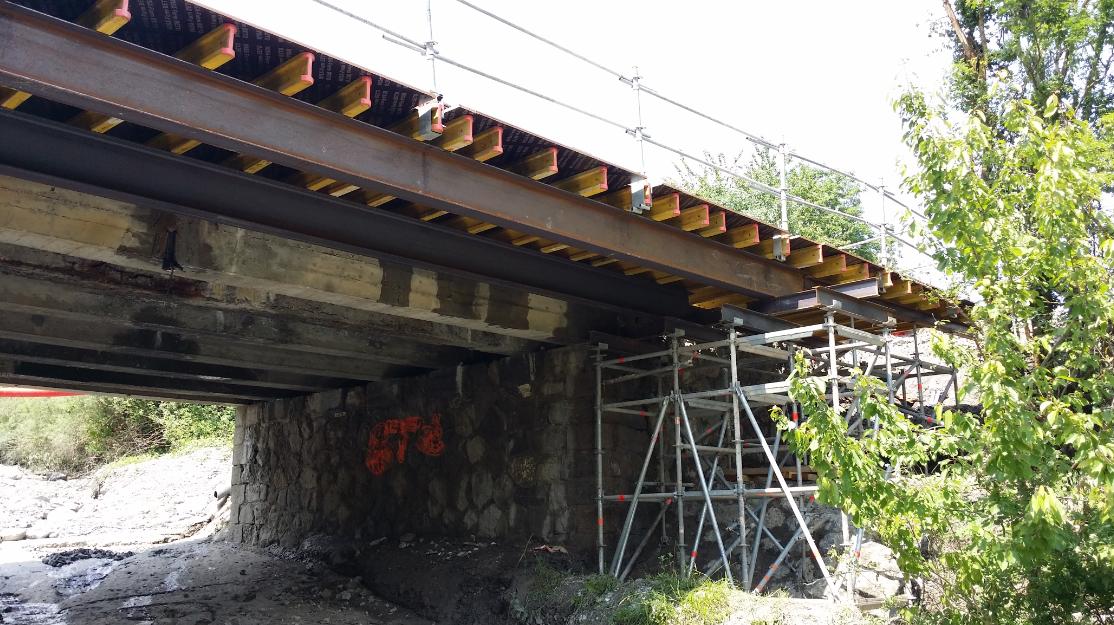 Echafaudage Pont de Riffol (Roissard).png