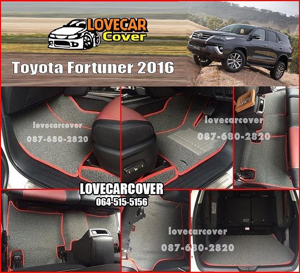 พรมดักฝุ่นรถยนต์ (พรมไวนิล) สีเทาขอบสีแดง Toyota Fortuner 2016
