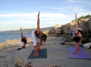 Suncokret yoga_by the sea.jpg