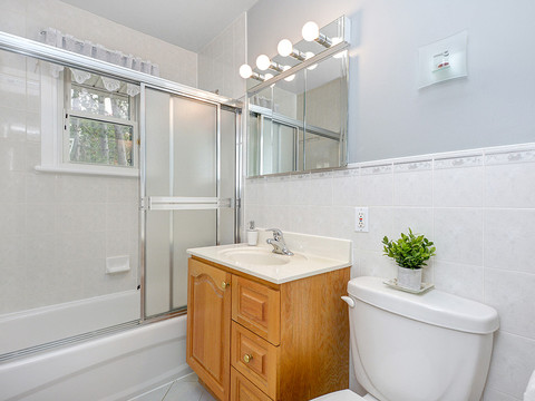 026bathroom2.jpg
