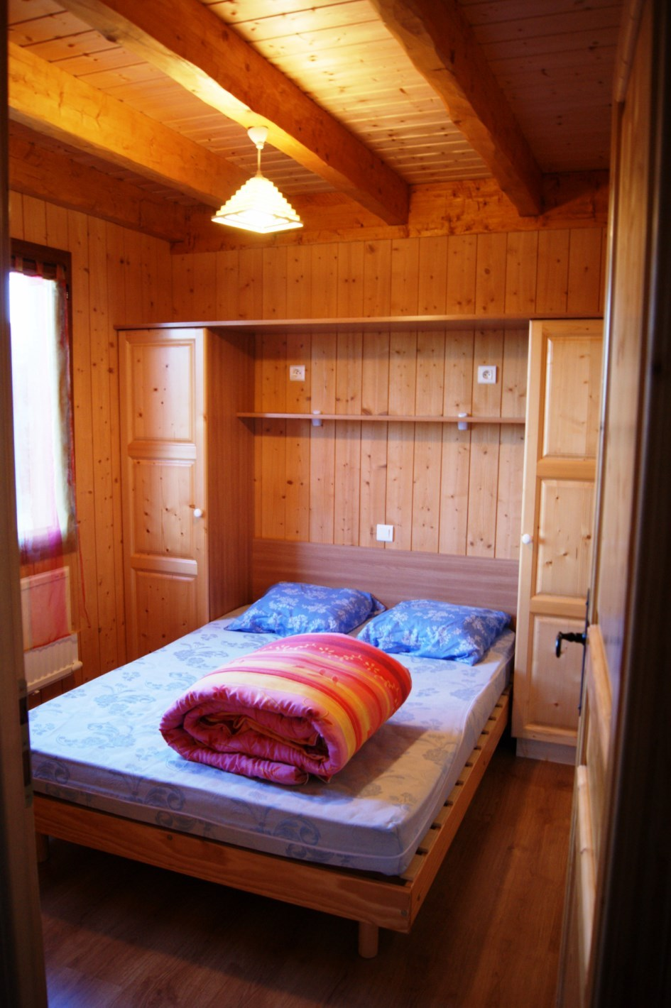 auvergne-chalet-camping mont dore-5 personnes chambre parents
