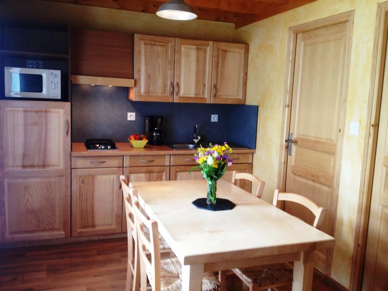 auvergne-chalet-camping-mont dore-cuisine2