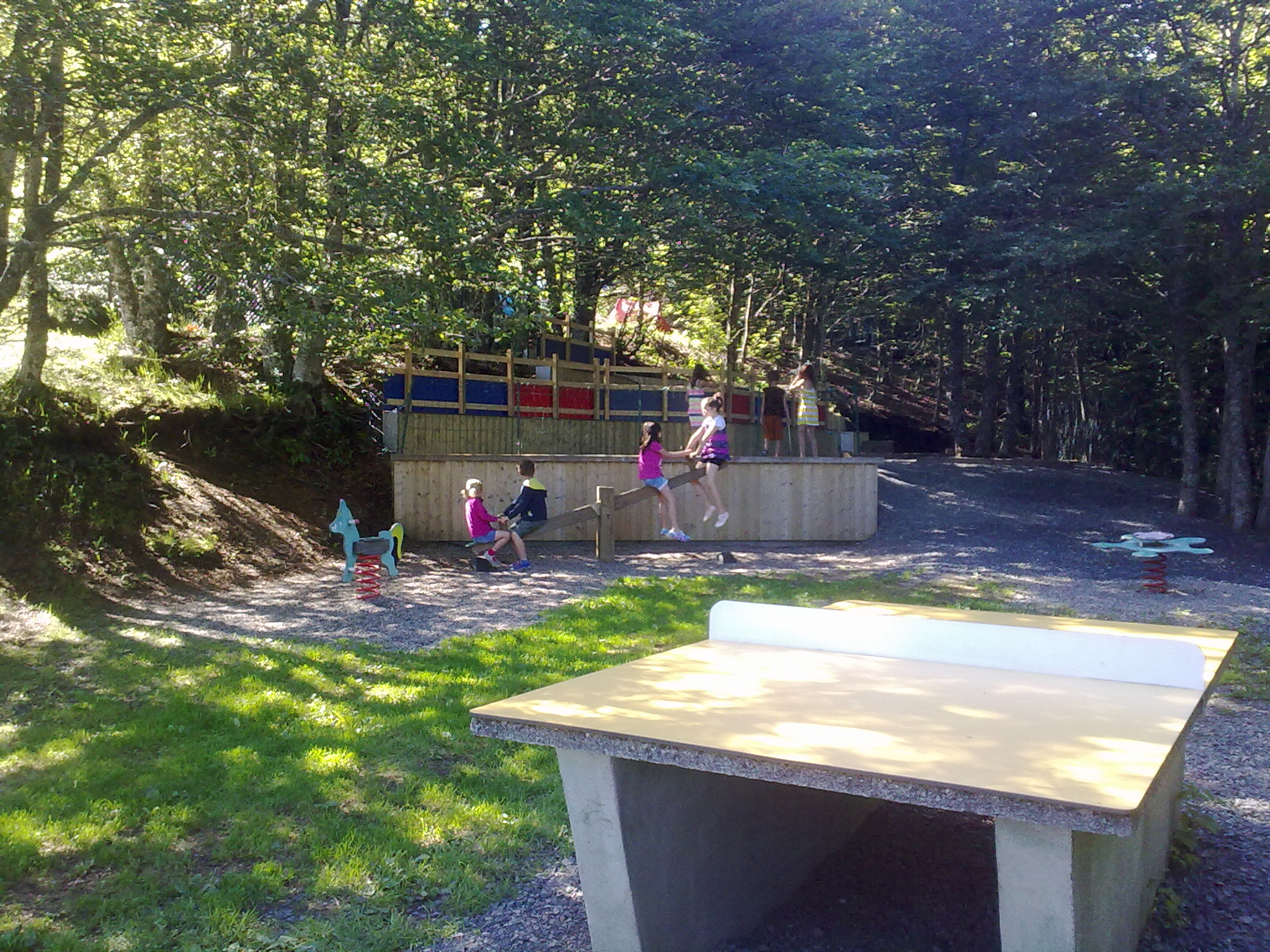 auvergne-camping-mont-dore-ping pong