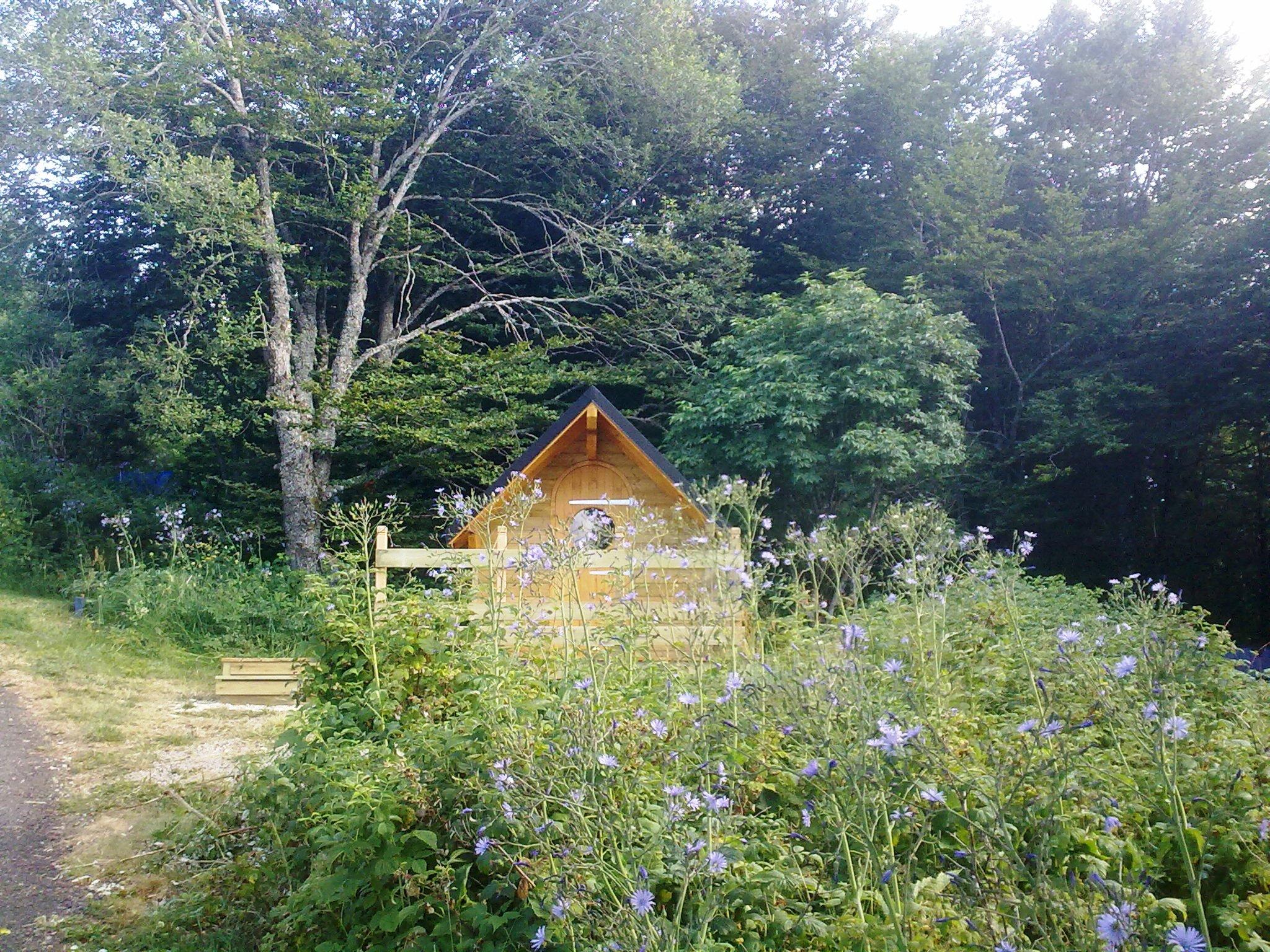 auvergne-camping mont dore-cabane 1