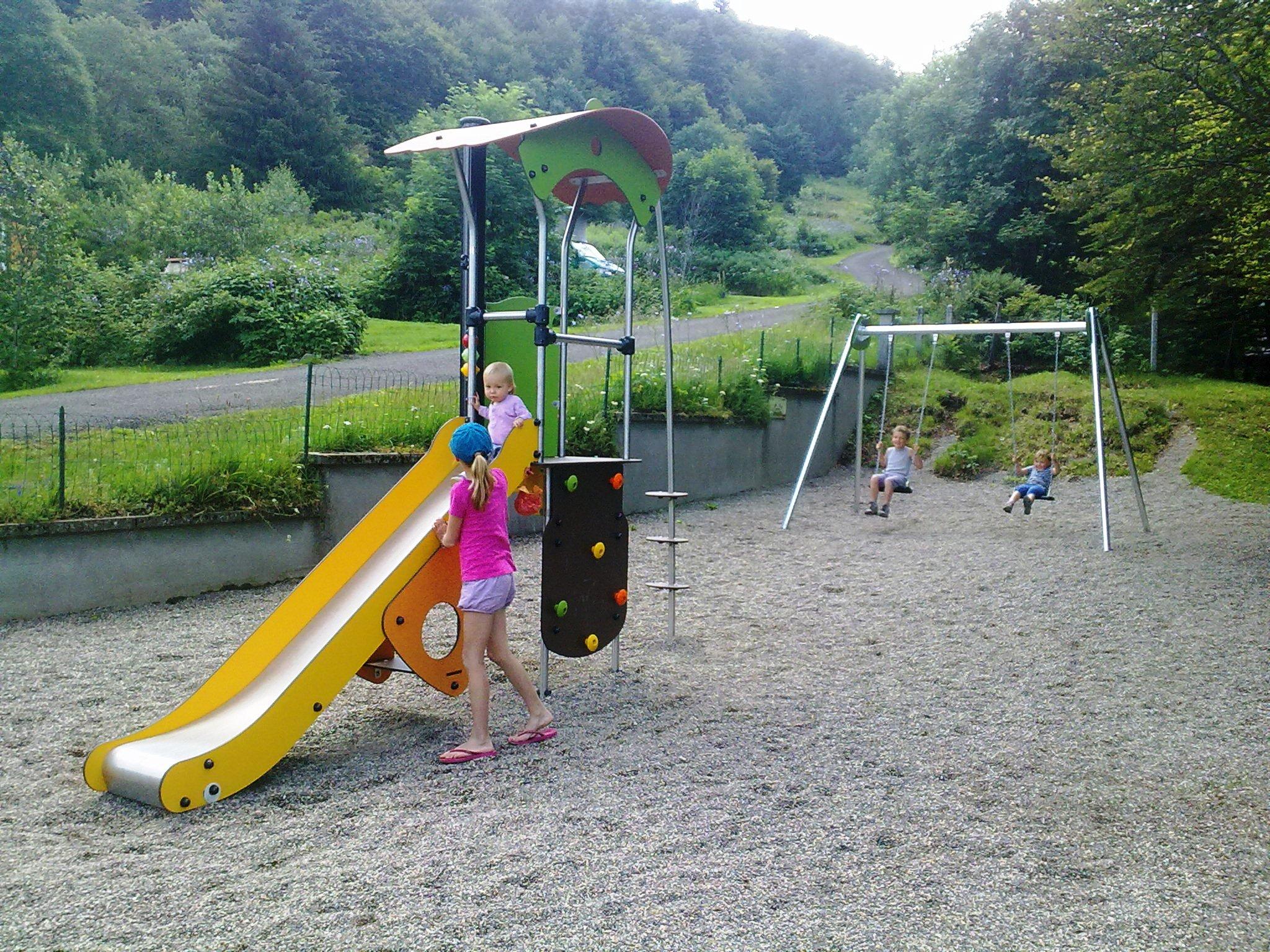auvergne-camping mont dore-aire de jeux