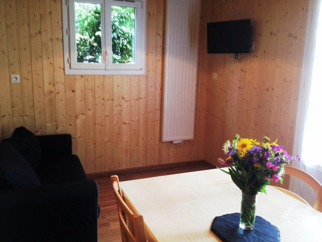 auvergne-chalet-camping-mont dore-salon2