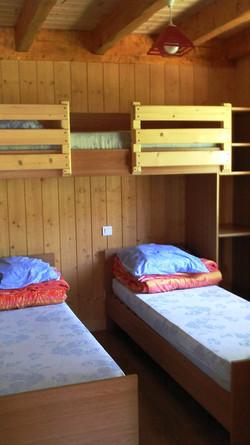 auvergne-chalet-camping mont dore-5 personnes chambre enfants