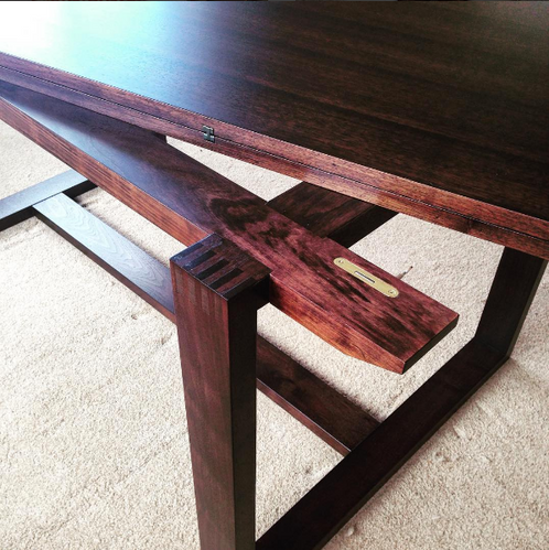 Hamilton_dining_table_detail_1.png