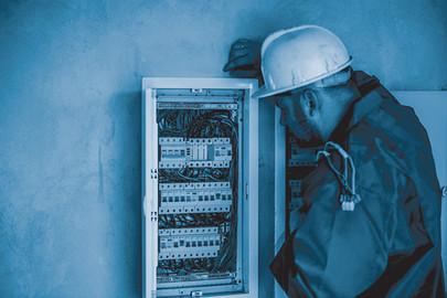 electrician-2755683.jpg