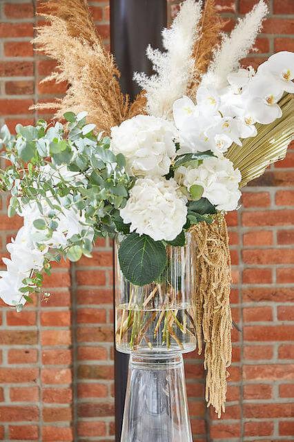 Exclusieve feestdecoratie met bloemen