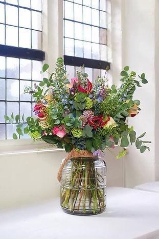 Stijlvol modern bloemstuk voor thus