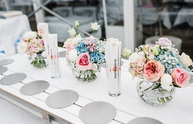 evenement-aangekleed-met-bloemen.jpeg