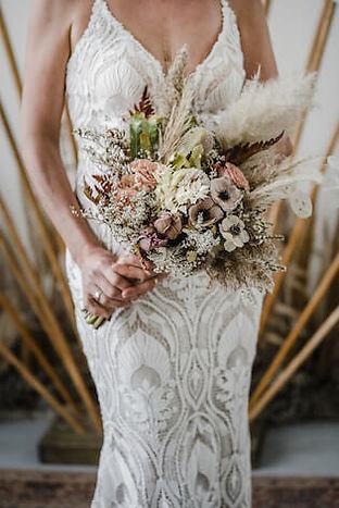 Bruid met bruidsboeket in Leiden