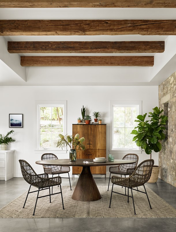Bronx-oval-dining-table-and-Bandera-wove