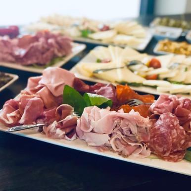 Apéro (Prosciutto,Pizzette,Bruschette,Formaggi,Salsa&Dip,cotto&crudo).jpeg