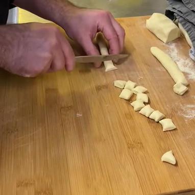 Orecchiette frisch zubereitet / Orecchiette in preparazione.MP4