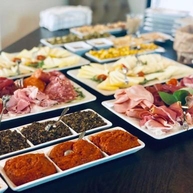 Apéro (Prosciutto, Pizzette, Bruschette, Formaggi, Salsa&Dip, cotto&crudo)4.jpeg