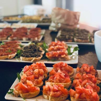 Apéro (Prosciutto, Pizzette, Bruschette, Formaggi, Salsa&Dip, cotto&crudo)2.jpeg