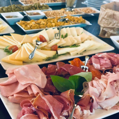Apéro (Prosciutto, Pizzette, Bruschette, Formaggi, Salsa&Dip, cotto&crudo)3.jpeg