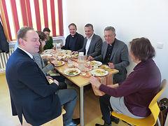 3. Mittagessen in der Cafeteria.JPG