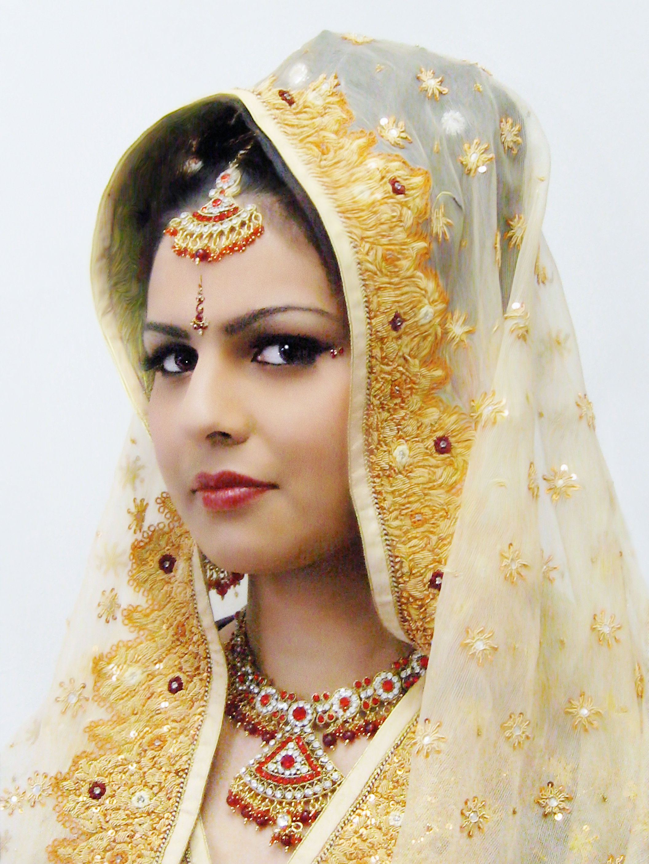 76f029 e208b5340a5e3bb10bd9838536deeba3.jpg srz 2112 2816 85 22 0.50 1.20 0 - Asian Wedding Bridal Lenghas